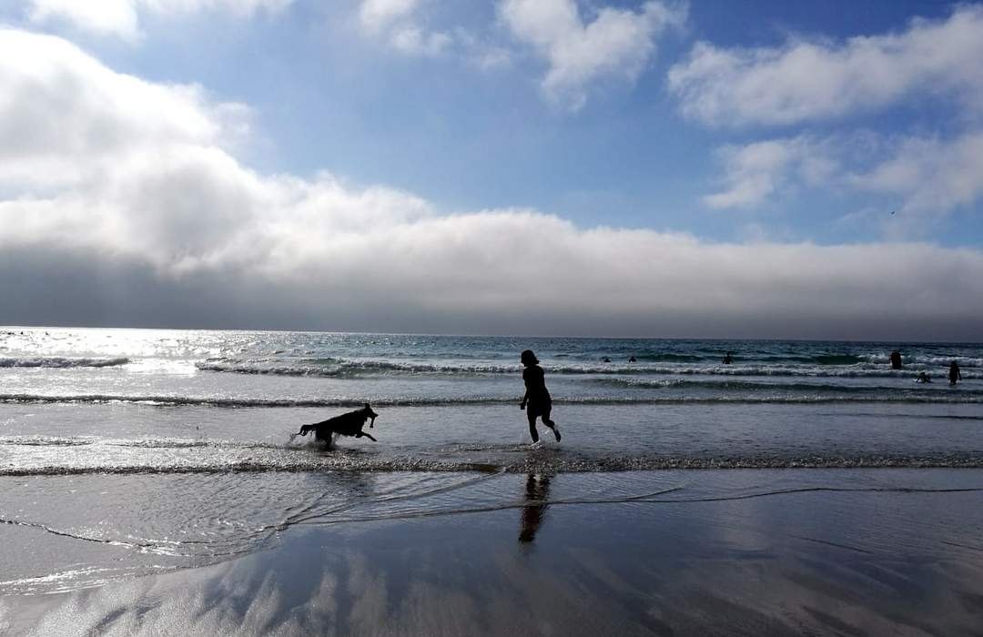 britta und boris am gwenver beach strand cornwall